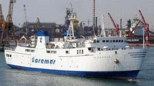 La Planasia lascia il porto di Piombino