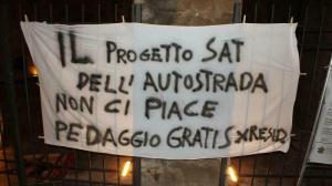 Striscione di protesta NO SAT