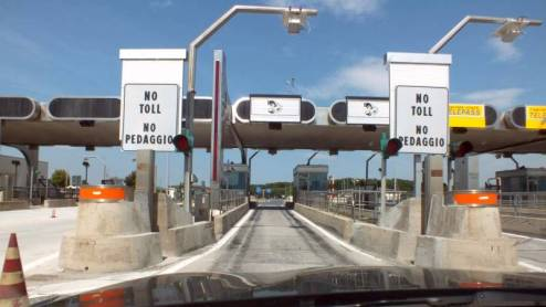 """La scritta """"no Toll"""" non c'è più a Rosignano.. ora si paga."""
