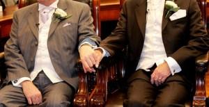 due uomini in municipio