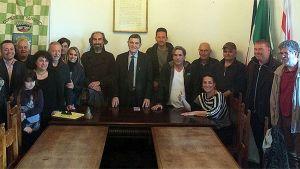alcuni di membri della cooperativa insieme al sindaco