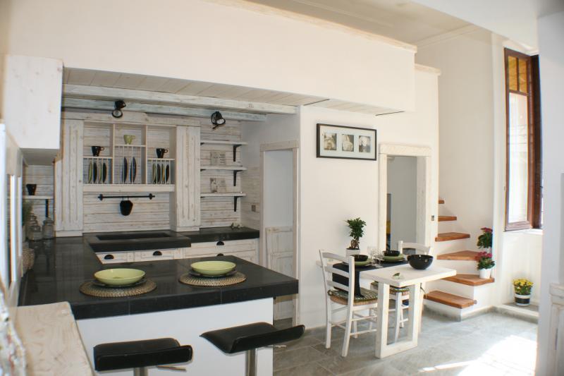 Scopri come valorizzarlo con un arredo e una cucina open space misura e i mobili componibili di roma arredamenti. Grazioso Loft Bilocale Navigli