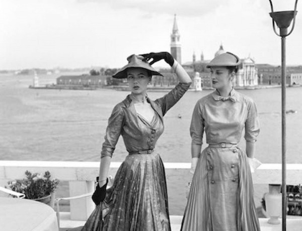 Models wearing Christian Dior fashions near the Piazza San Marco in Venice, 3rd June 1951. (Photo by Archivio Cameraphoto Epoche/Getty Images)