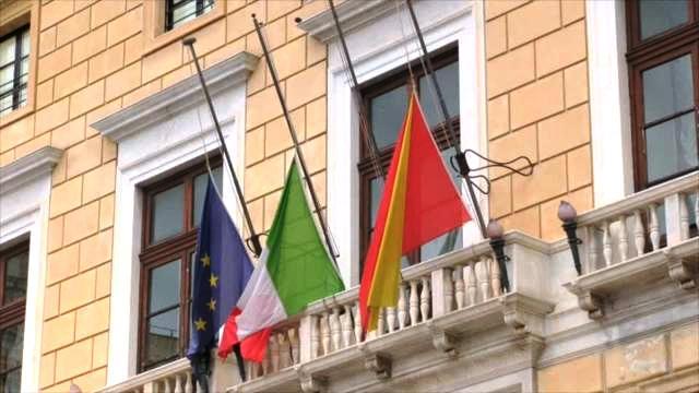 Bandiere a mezz'asta per i 9 morti di Casteldaccia: stamattina i funerali nella Cattedrale di Palermo