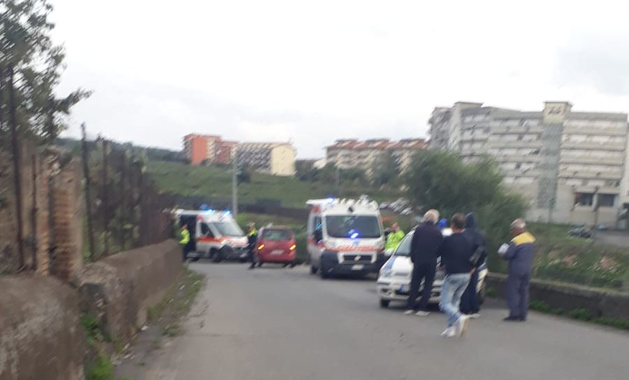 Paternò, scooter si scontra con Opel Agila: due feriti non gravi trasportati in ospedale
