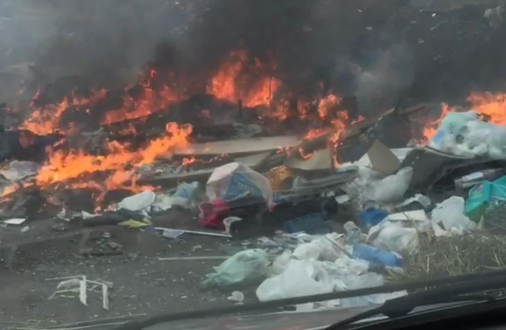 Adrano, discariche abusive e rifiuti bruciati alle Vigne (VIDEO)