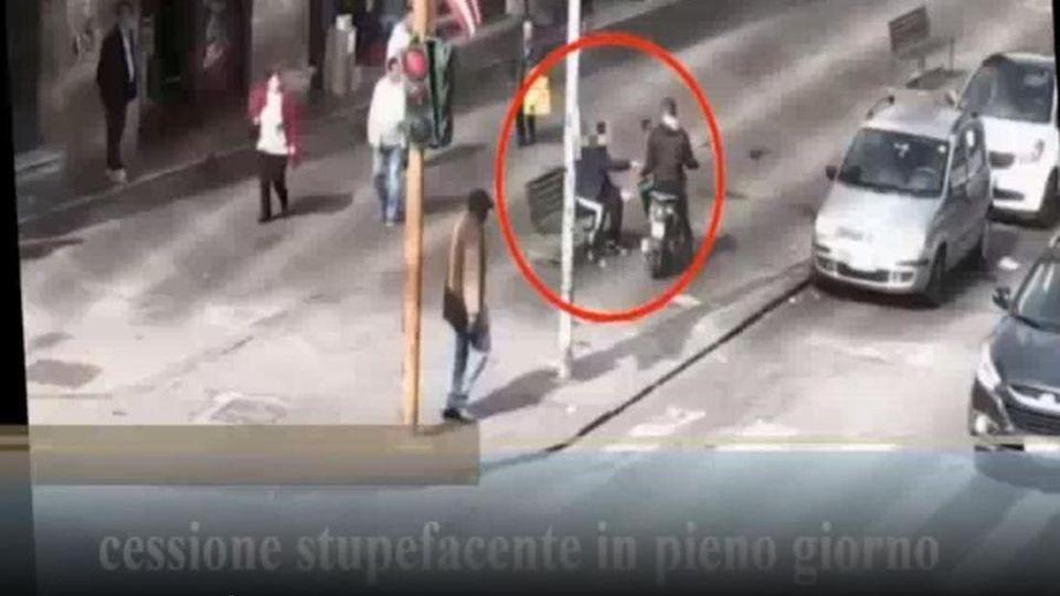 Mafia, 40 arresti a Catania per traffico e spaccio di droga: bandiere Usa e del Milan per 'segnare' le piazze (VIDEO)