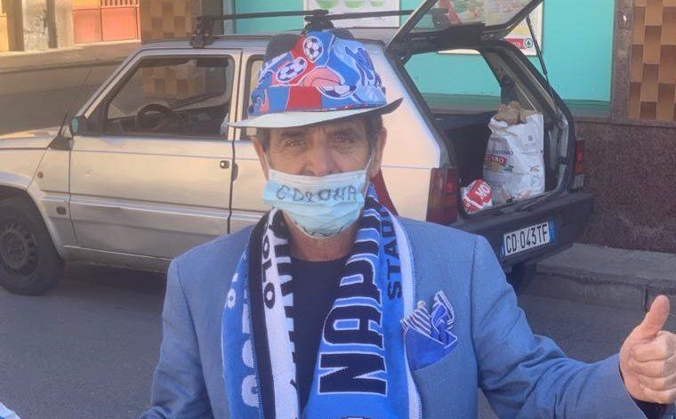 Adrano, il napoletanissimo Michele festeggia la vittoria in Coppa Italia della squadra del cuore