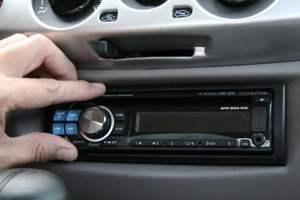 Biancavilla, multe salate per lo stereo 'a palla' degli automobilisti: oltre venti verbali dalla Polizia municipale