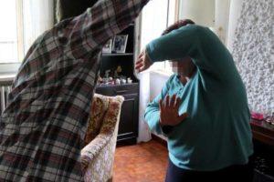 Aci Castello, 17enne violento semina il terrore in famiglia: ora è in una 'casa protetta'