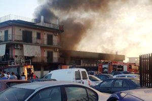 Paternò, incendio in capannone industriale di c.da Tre Fontane: incerte le cause del rogo