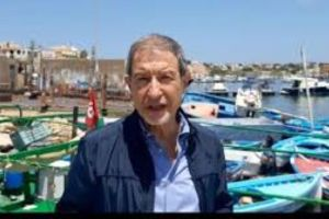 """Musumeci caccia i migranti dalla Sicilia e vieta l'ingresso a quelli in arrivo: """"al fine di garantire l'incolumità pubblica"""""""