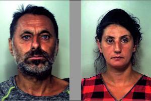 Catania, coniugi di Noto arrestati per la solita truffa dello specchietto: ad anziano spillavano 75 euro