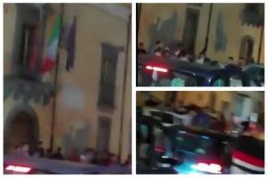 """Paternò, ennesima rissa in Piazza Umberto. 'Muoviti' e M5S: """"Città fuori controllo. L'inciviltà dilaga"""""""