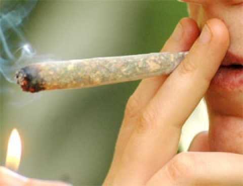 Adrano, segnalati al Prefetto 3 giovani assuntori di droga: tutti residenti a Maletto
