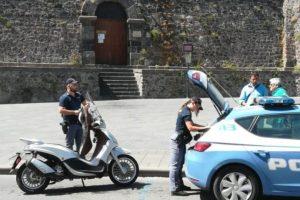 Adrano, 23enne denunciato per guida senza patente: il ciclomotore è stato sequestrato