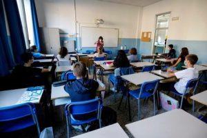 """Adrano, classi dimezzate alla riapertura delle scuole: """"Restiamo tutti a casa"""" accolto a metà"""