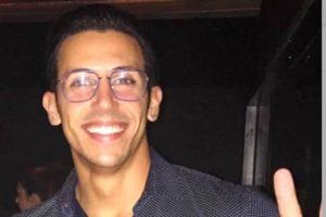 Alessandro Carrà aveva 29 anni. Non si hanno notizie precise sulle cause del decesso. Il giovane era un campione di atletica.