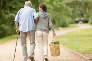 """Paternò, 90enne malato sposò badante di 49 anni. Tribunale annulla matrimonio: """"Incapace di intendere"""""""