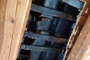 Motta S. Anastasia, brucia il tetto di una palazzina e gli inquilini abbandonano l'edificio: da accertare la natura del rogo