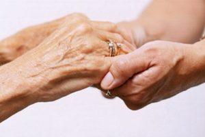 Gela, stroncato da un infarto dopo la morte per covid dell'anziana madre: oggi i funerali dei due