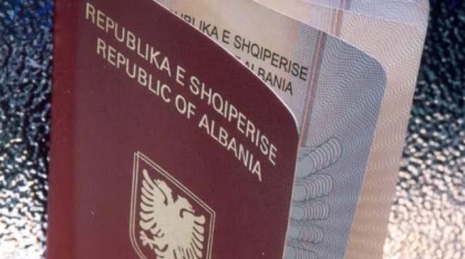 Catania, usa il cognome della moglie per rientrare in Italia dopo l'espulsione: arrestato 29enne albanese