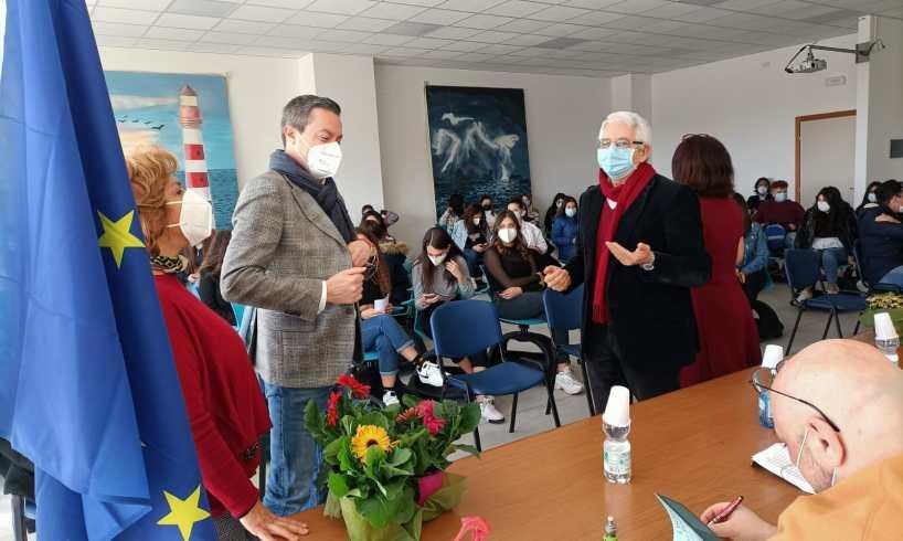 S. M. di Licodia: 'L'Isola delle tenebre' al liceo di Scienze Umane. I misteri e la letteratura siciliana