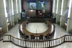 Adrano, in 14 presentano in Consiglio la mozione di sfiducia contro D'Agate: servono 15 voti per far decadere il sindaco