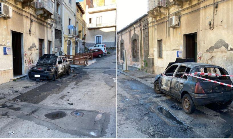 Paternò, incendio distrugge Renault Clio: era parcheggiata nei pressi dell'ex carcere borbonico