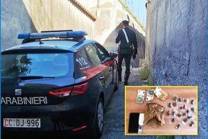 Paternò, tenta di scappare con lo scooter dove nasconde la droga: arrestato 18enne di Belpasso