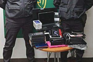 Catania: sequestrati in aeroporto 60 smartphone, 3 pc e 2 tablet: denunciato cittadino senegalese