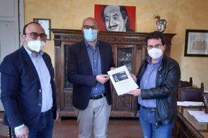 """Biancavilla, sindaco Bonanno incontra Comitato Livatino: """"Sì all'intitolazione della nuova palestra al giudice ucciso dalla mafia"""""""