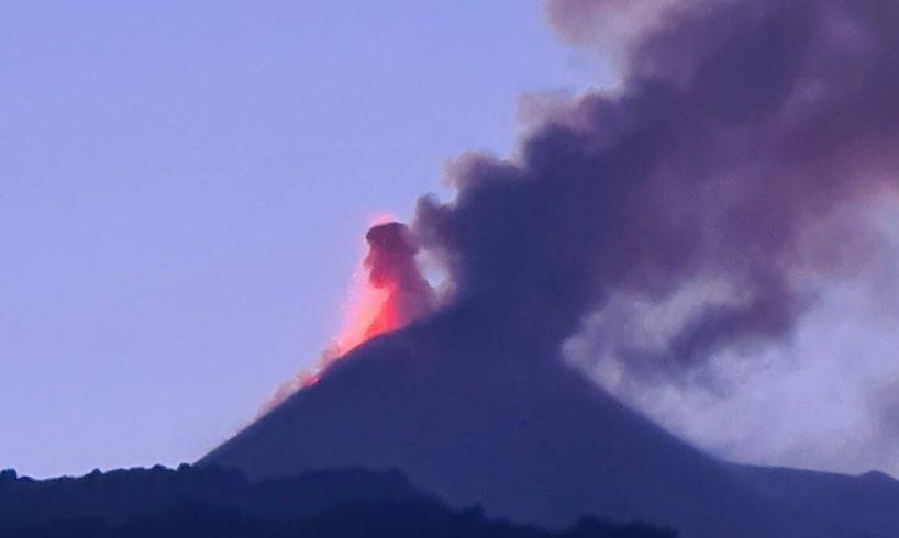 Etna, terza fase parossistica dal cratere di sud-est: nube vulcanica alta 7 mila metri