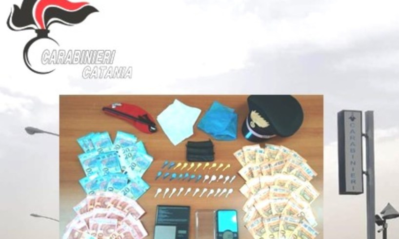 Scordia, nascondeva 32 dosi di 'coca' nel contenitore per le posate: 36enne arrestato