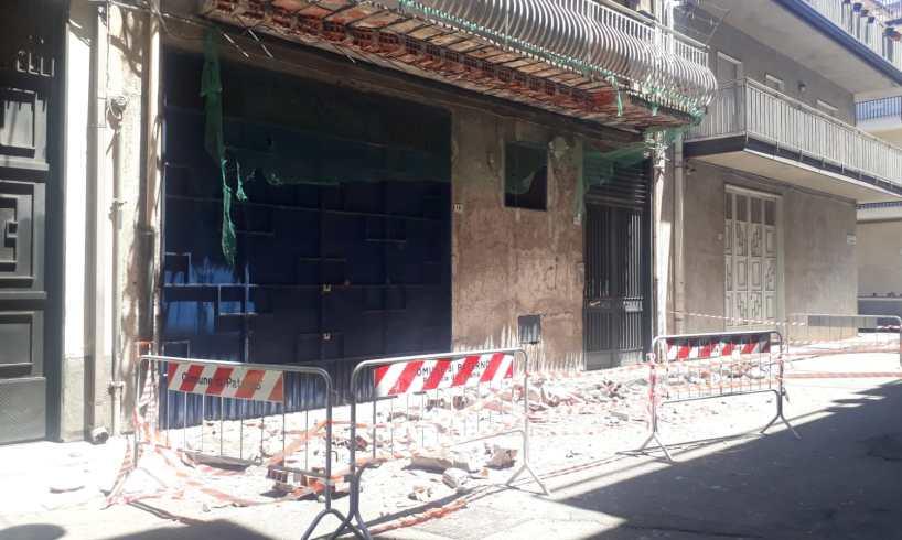Paternò, cede balcone in via Alcantara: nessun ferito