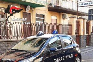 Catania, 21enne schiava della droga aggredisce il fratello per comprare la dose: denunciata