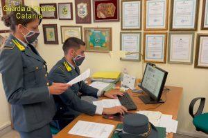 Catania, redigono falso testamento di anziana possidente per incassare eredità: 5 denunce, 1 mln sequestrato