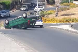 Paternò, due donne ferite dopo scontro tra auto: Fiat Punto si ribalta alla rotonda di Corso del Popolo
