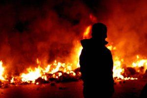 Catania, bruciano rifiuti innescando pericolosi focolai nel quartiere San Giorgio: due denunciati