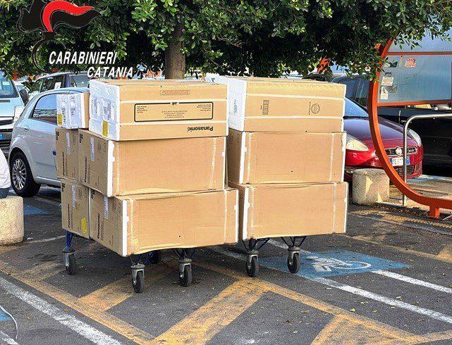 Catania, in due tentano di rubare 13 climatizzatori proposti ad altri a prezzo scontato: un arresto