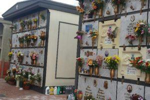 Paternò, attesa prolungata per le 310 tombe di famiglia: le critiche di due consiglieri. Il Comitato si divide sulla linea dura
