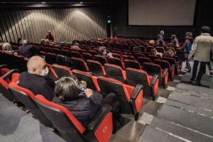 Covid: tornano al 100% teatri, cinema e stadi. Discoteche e sale da ballo al 50%