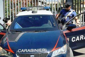 Palagonia, 43enne di Caltagirone arrestato nascondeva droga nelle mutande: suo amico aveva due coltelli