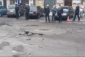 Paternò, danni ingenti provocati dal maltempo: in Piazza Vittorio Veneto cede parte della strada