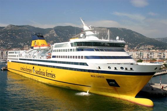 Geniet van de faciliteiten aan boord van Corsica Ferries