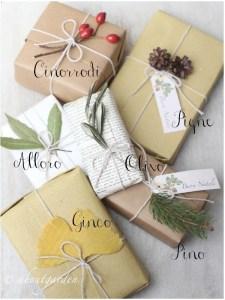 regali sotto l'albero di natale