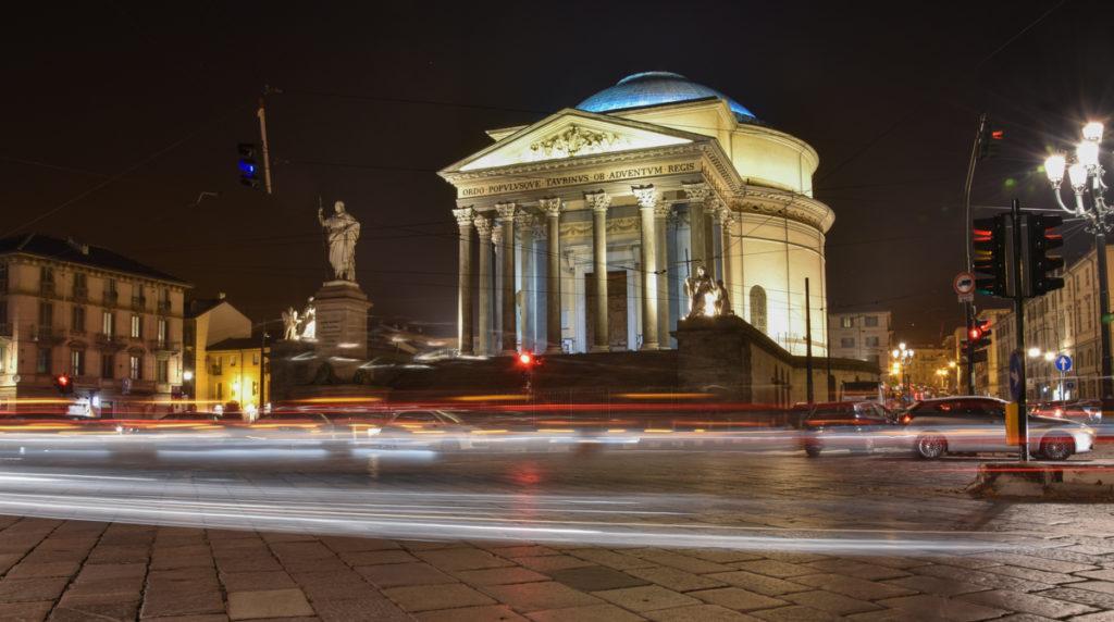 Vista notturna della Gran Madre a Torino
