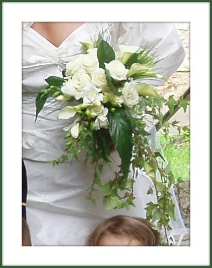 Bouquet De Marie Lierre Et Roses Blanches