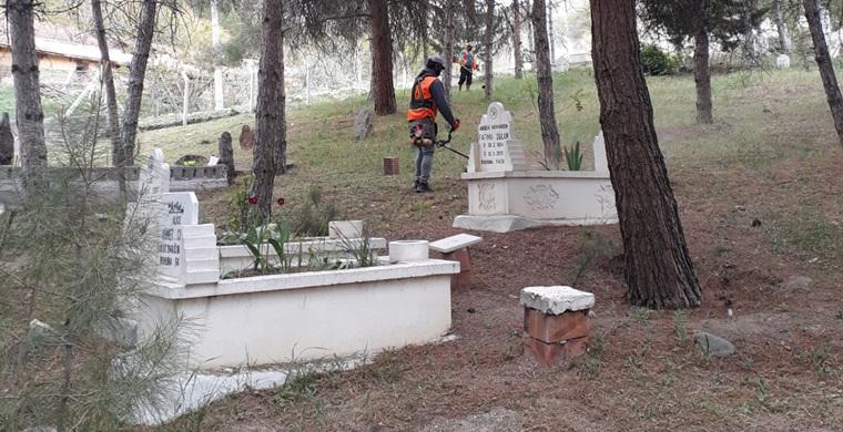 Bayram Öncesi Mezarlık Temizliği Yapıldı