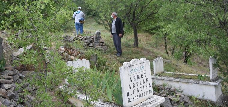 İskilip'te Belediye Mezarlıkları Temizlemeye Başladı